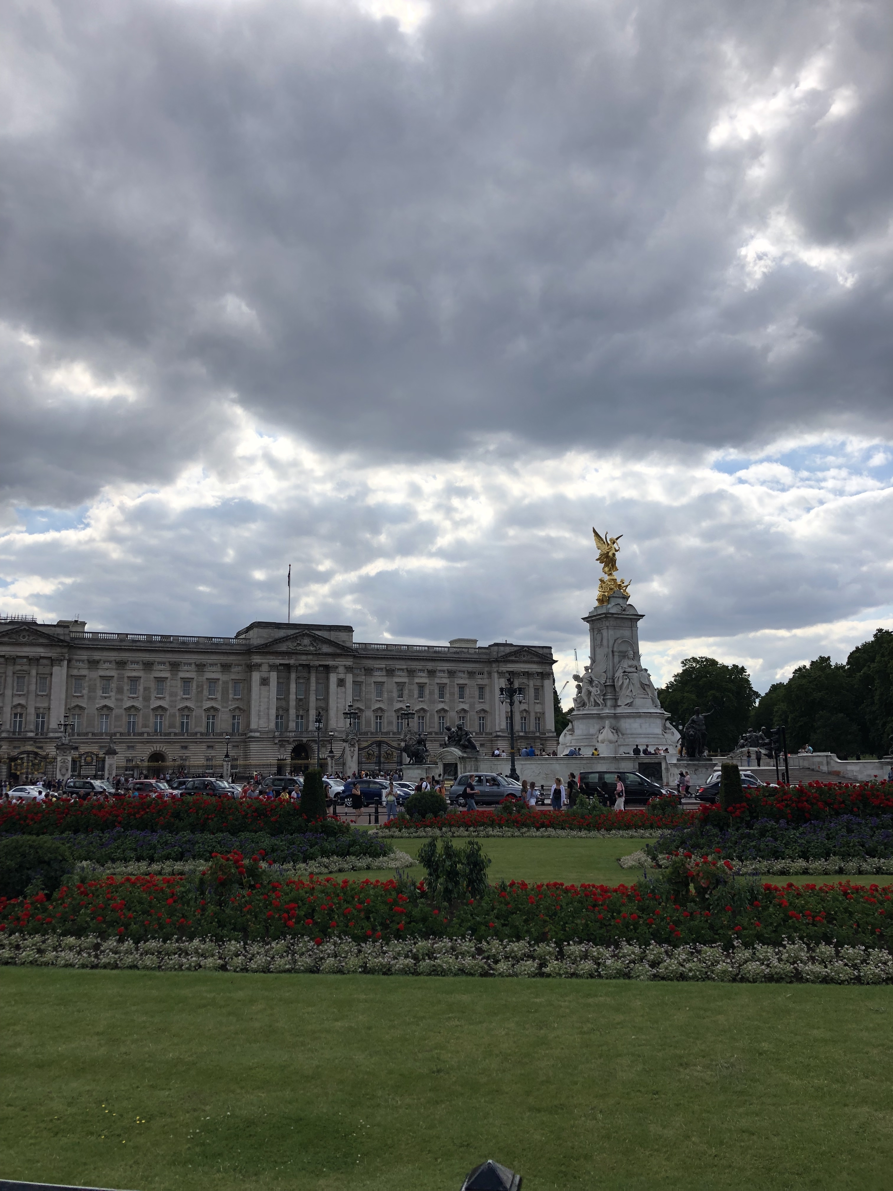 Buckingham palace with gray skies